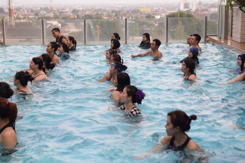 Swiss-Bel Boutique Yogyakarta Menggelar Aqua Zumba Pertama Di Jogja