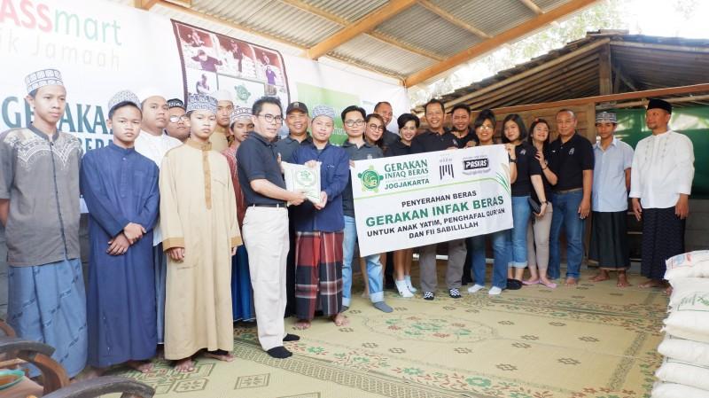 Gerakan Infak Beras The Atrium Hotel and Resort Untuk Pesantren Uswatun Hasanah