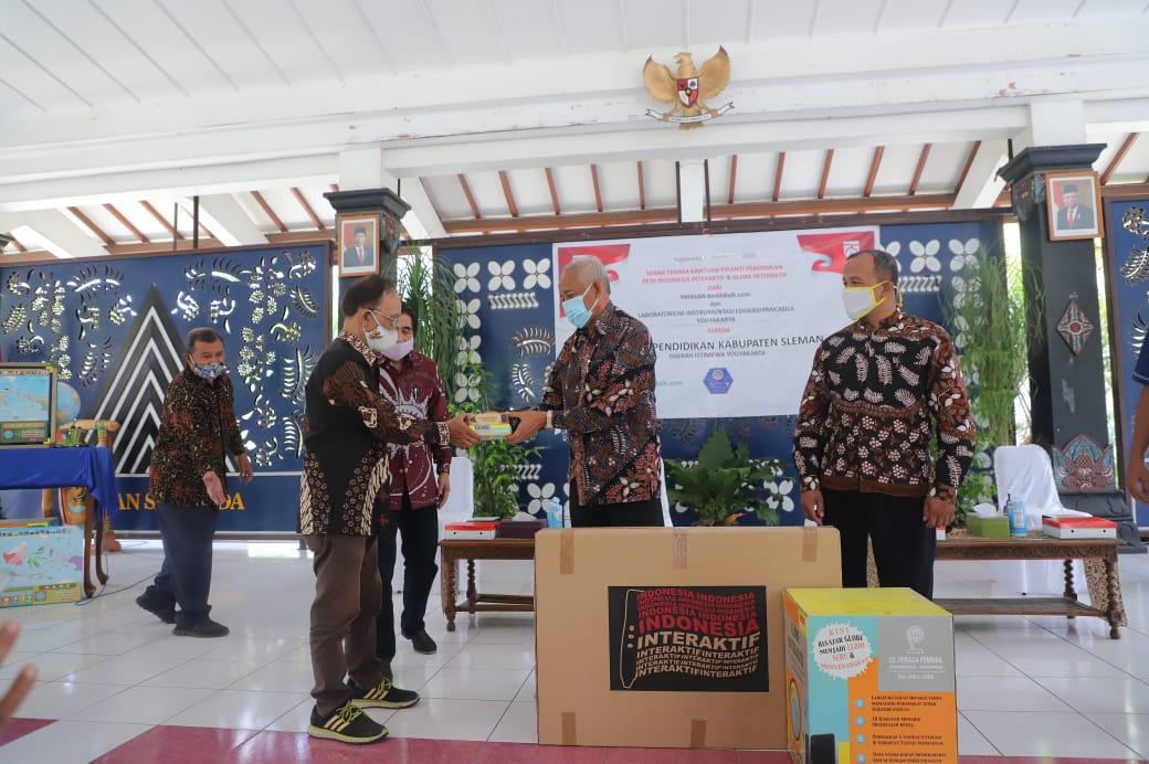 Laboratorium Insturmentasi Edukasi Pancasila Yogyakarta dan Yayasan BenihBaik.com berikan bantuan media pembelajaran bagi TK SD dan SMP Sleman