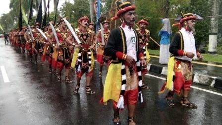 34 Bregada Prajurit Tradisional  Semarakan Kirab Pelangi Budaya Merapi
