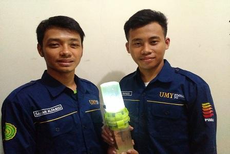 Mahasiswa UMY Ciptakan Lampu Dengan Sumber Listrik Air Laut