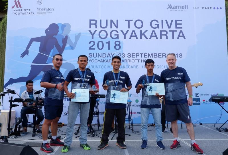 600 Peserta Berlari untuk Berbagi di Run to Give 2018