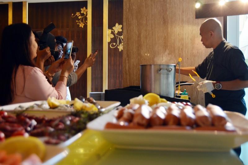 Saffron Manjakan Pecinta Kuliner dengan Surf & Turf