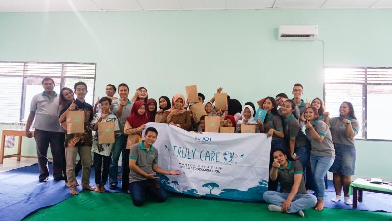 THE 1O1 Yogyakarta Tugu memperingati Hari Gizi Nasional Dengan berbagi kepada Rumah Pengasuh Anak Wilosoprojo
