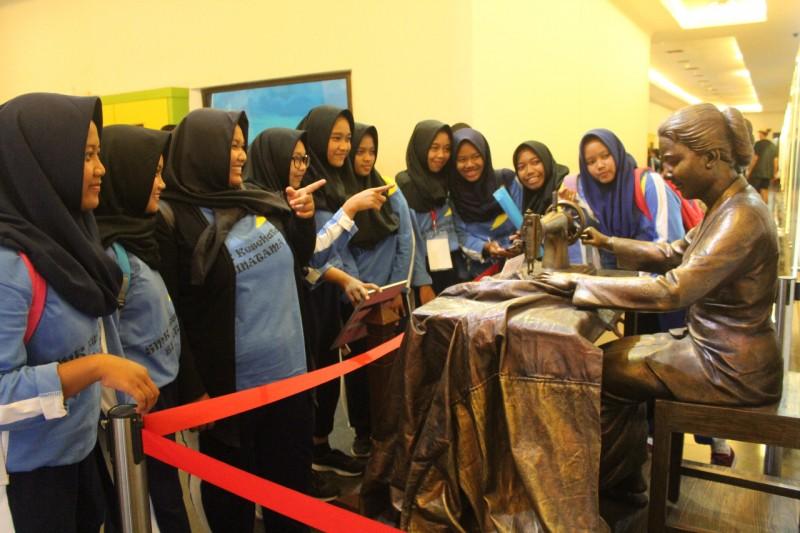 SMK Kesehatan Binatama Yogyakarta Ajak Siswa Kunjungi Museum