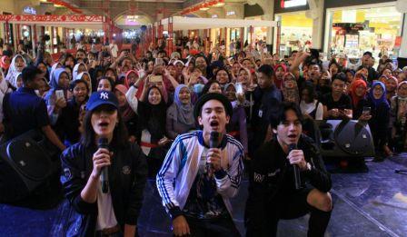 Adipati Dolken menyapa penggemar di Jogja City Mall