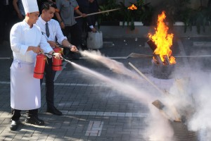 Pelatihan_Fire_Drill_dan_Emergency_Respon_Team_Harper_Mangkubumi_Yogyakarta_(4).JPG