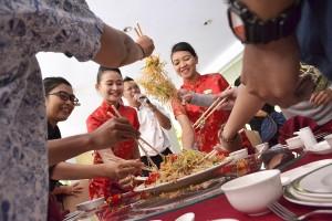 Royal_Ambarrukmo_Yogyakarta_-_Yee_Sang_Ceremony.jpg